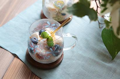 アイスキューブとフルーツで冷たいデザートにも